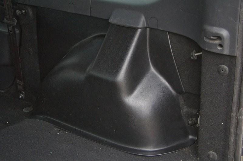 Накладки ковролина на заднюю арочную нишу LADA Largus 5-местный