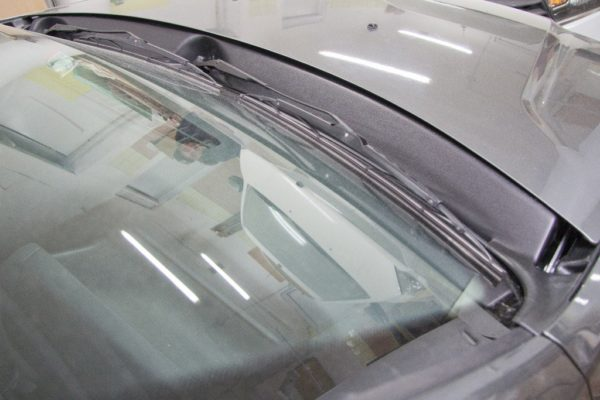 Накладка в проём стеклоочистителей (Жабо БЕЗ СКОТЧА) для Nissan Terrano с 2014