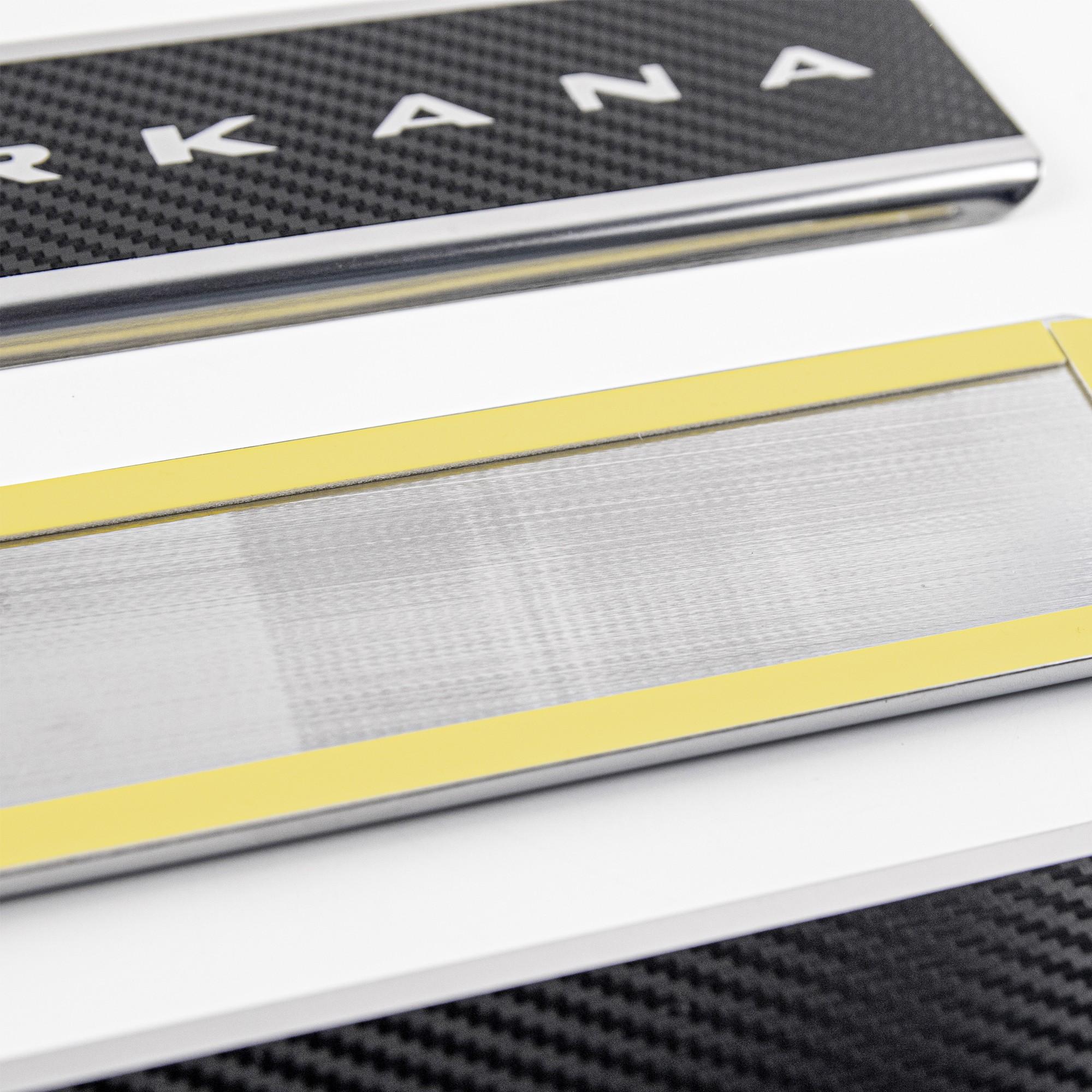 Накладки на пороги в проем дверей (нержавейка с карбоном) для Renault Arkana3