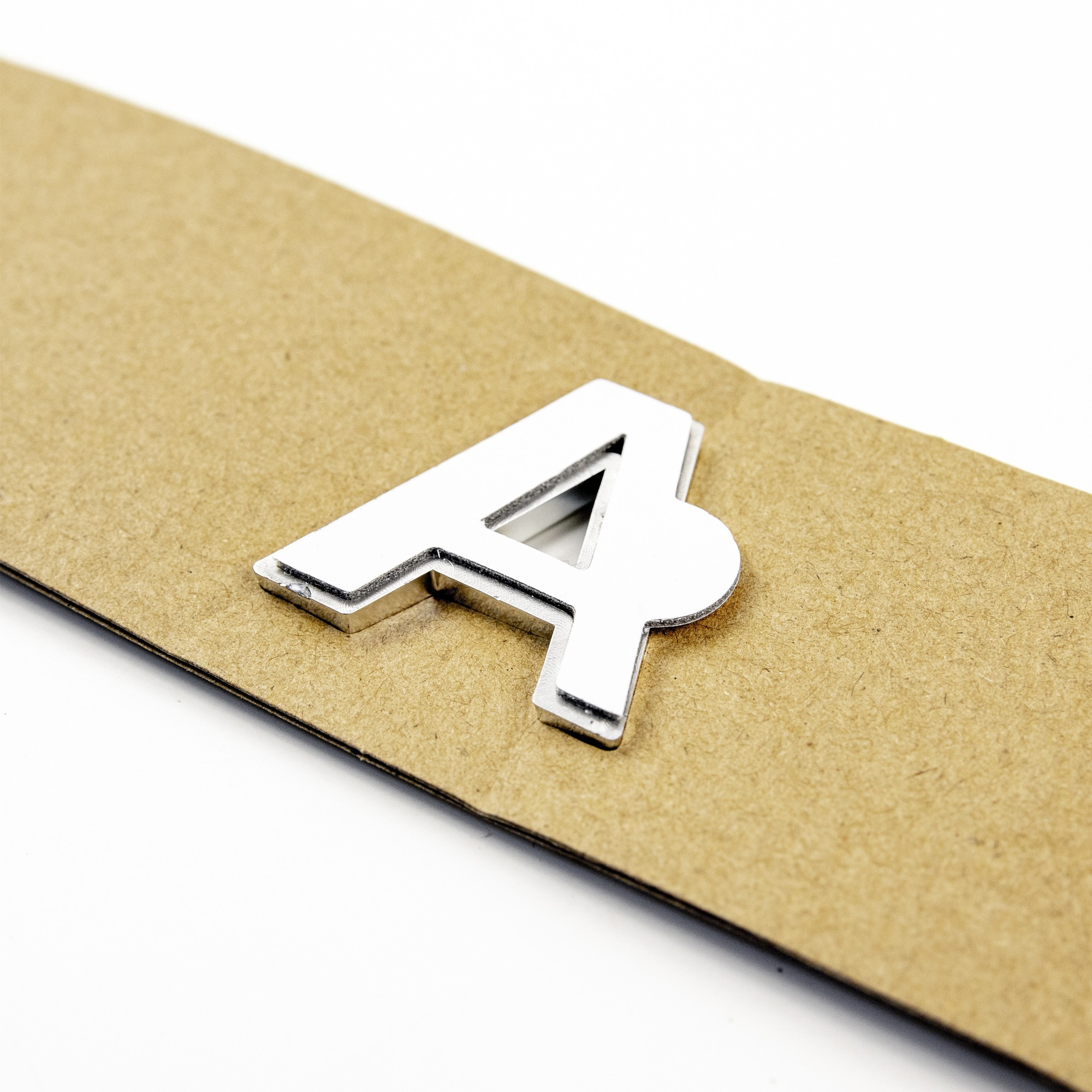 Орнамент задка «LADA» (нового образца на шаблоне) – хром2